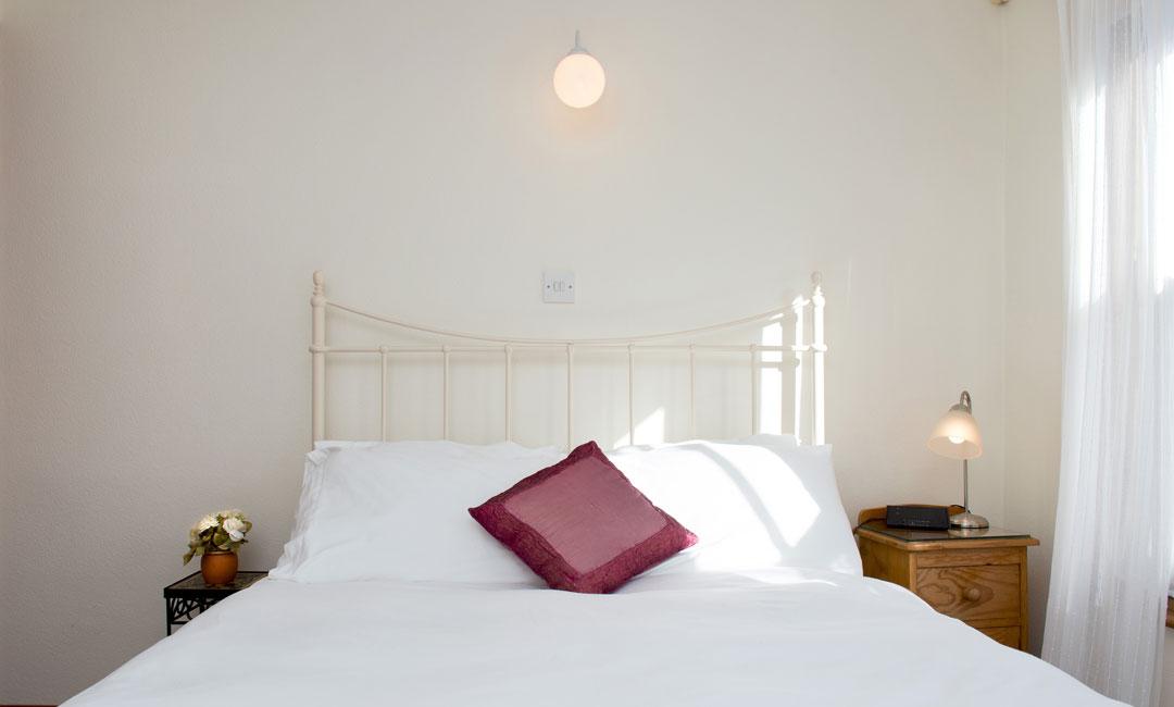 1080x650-bedroom5